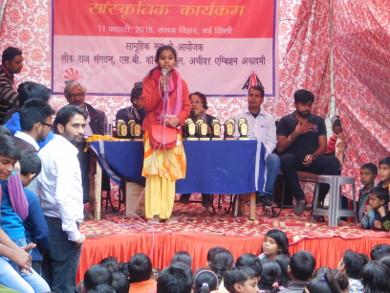 Farzana addressing participants