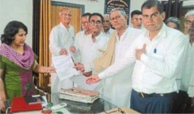 Rajasthan farmers handing over a petition