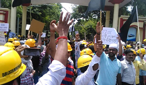 Protest at the Diesel Locomotive Works in VaranasiRaily workers protest in Varansi